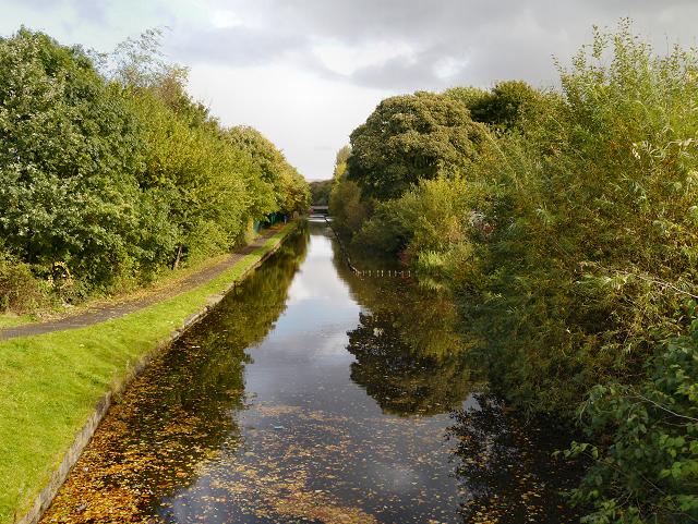 Rochdale Canal, Sandbrook Park