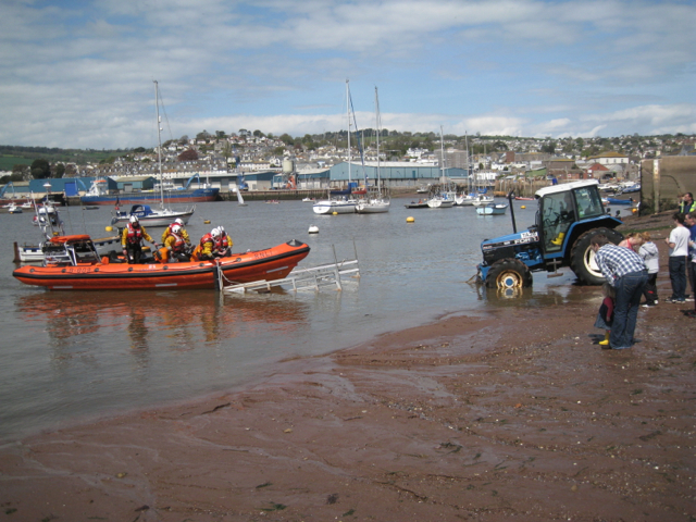 The lifeboat nears the shore, Teignmouth