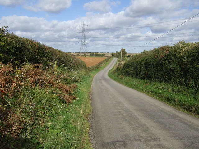 Lane heading north towards Swaythorpe