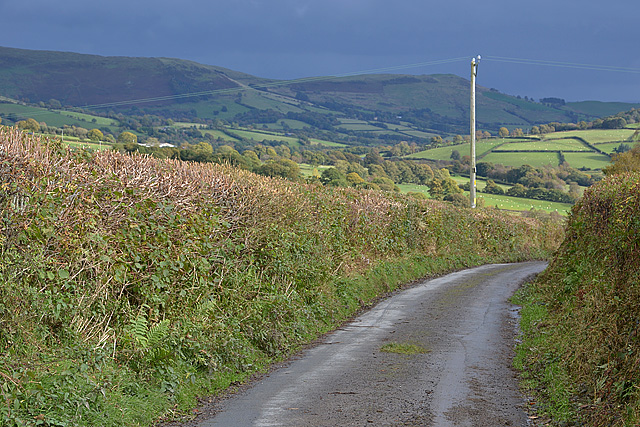Minor road passing Maes-gwyn