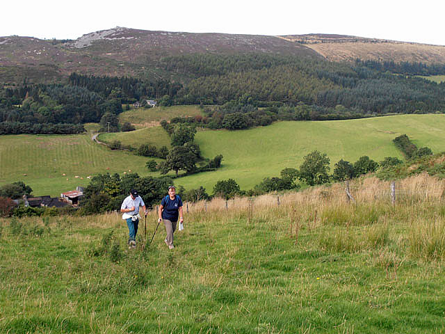 Walkers on an ill defined path