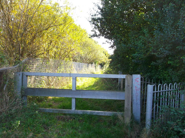 Gate on footpath to Mucking Flats