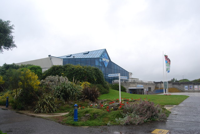 The pyramid centre n chadwick geograph britain and ireland for Pyramid swimming pool portsmouth