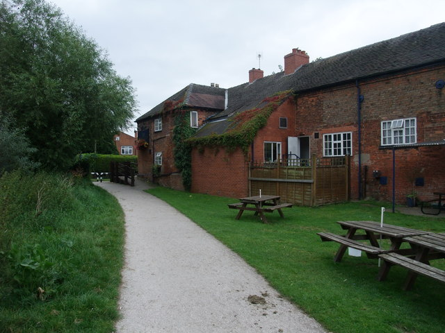 Cycle Route 6 entering Breaston behind 'The Navigation'