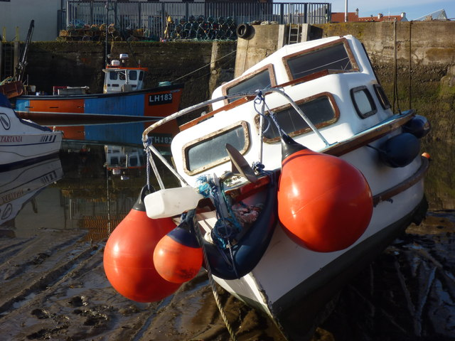 Leith Registered Fishing Boats : Scorpion (LH183) at Cromwell Harbour, Dunbar