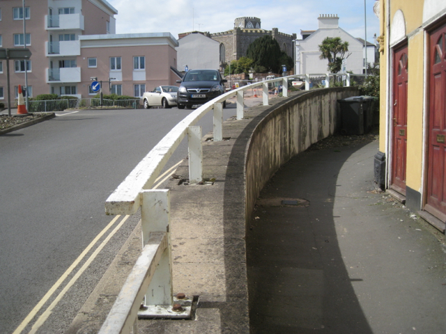 Crash barrier and retaining wall, Fore Street