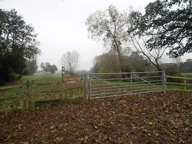 Stile and gate on the Severn Way