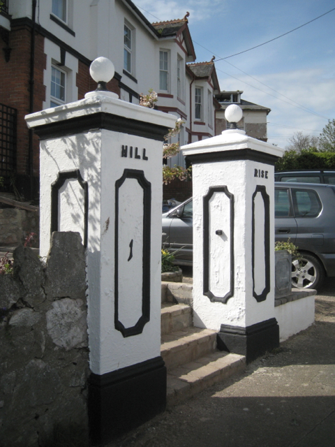Gate pillars, Hill Rise, Winterbourne Road