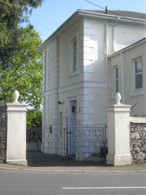 Gates of 'Magnolia', New Road