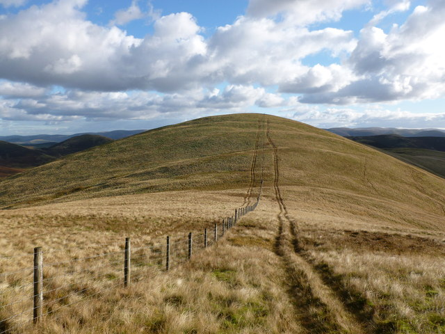 Col between Green Law and Pyked Stane Hill