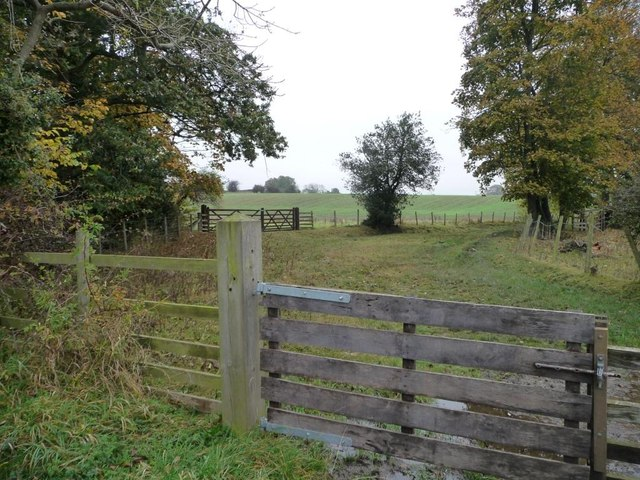 Track and bridleway to Walworth Moor Farm