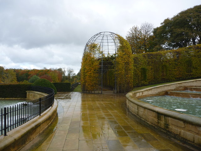 The Alnwick Garden : Walk Between The Fountains