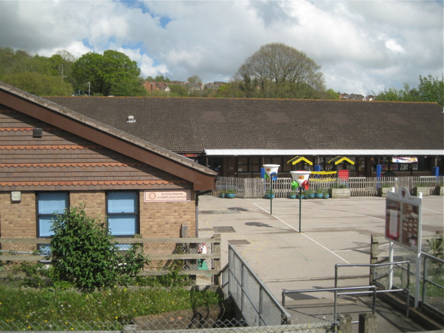 Way in and playground, Kingsteignton primary school