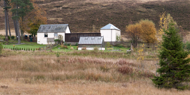 Buildings south of Loch Kinardochy