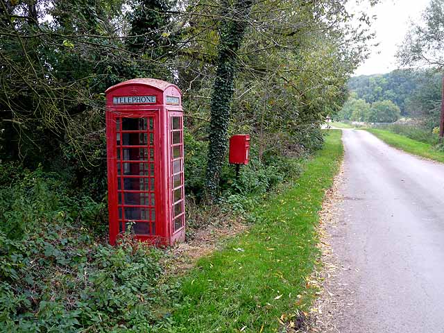 Telephone kiosk and postbox, Wasps Nest