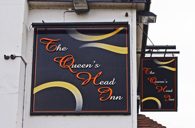 The Queen's Head Inn (2) - signs, Sugarbrook Lane, Stoke Pound