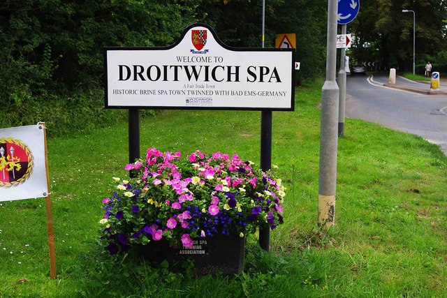 Welcome sign, Hanbury Road, Droitwich Spa