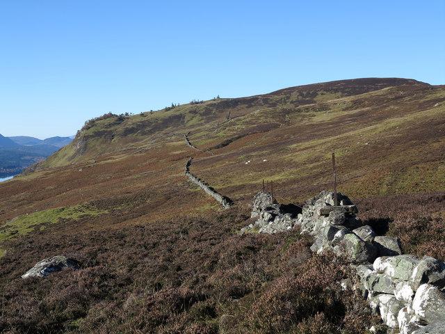 Dry stone wall extending to Ceann Caol na Creige