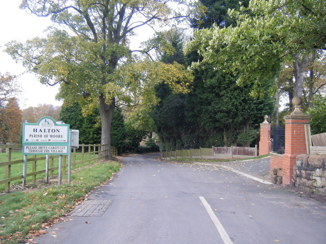 Hobb Lane at Moore village boundary