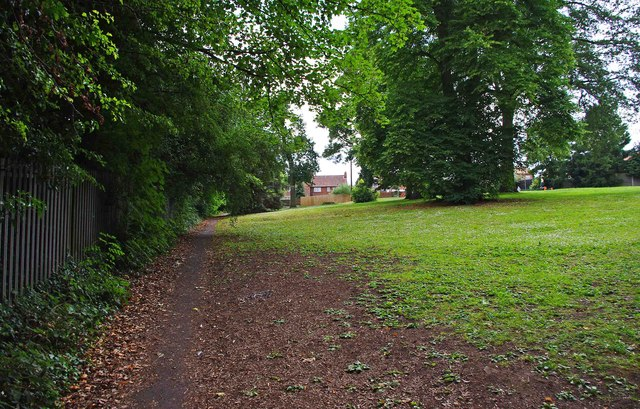 Grassed area by footpath from Hanbury Road, Droitwich Spa