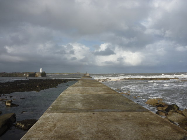 Coastal Northumberland : On The Eastern Breakwater At Seahouses