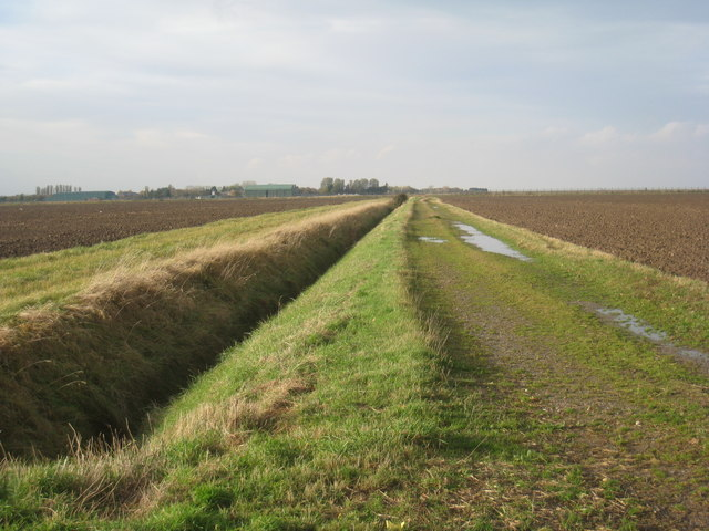 Farm track near Horseshoe Point