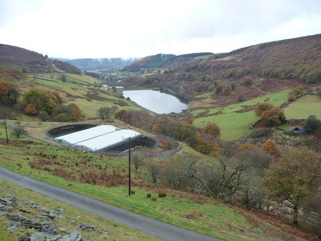 Looking down Cwm Tyleri