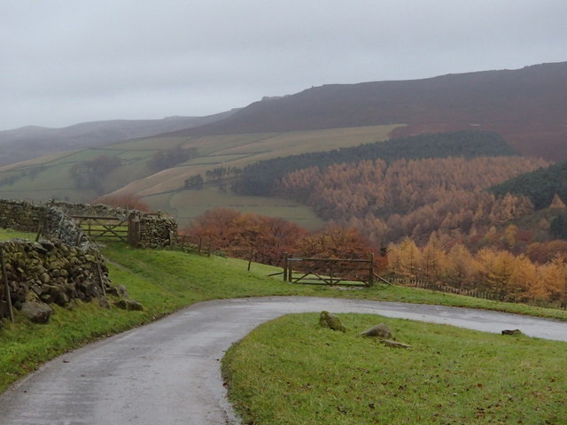 Farm drive below Crookhill Farm
