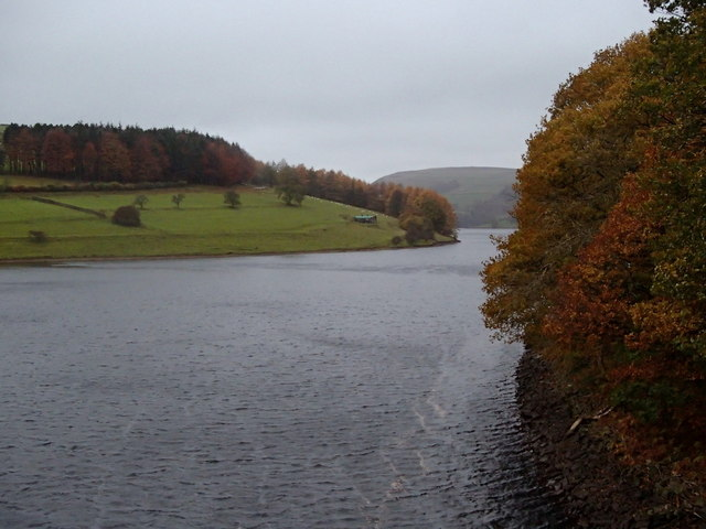 Ladybower reservoir, autumnal scene