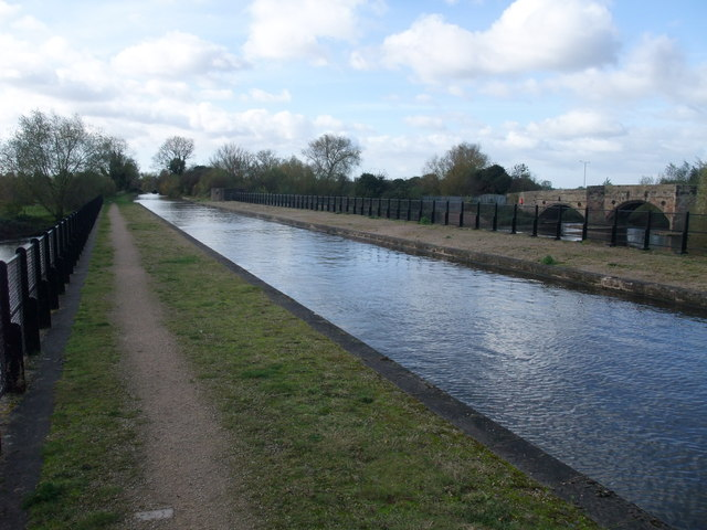 Aqueduct carrying the Trent and Mersey Canal