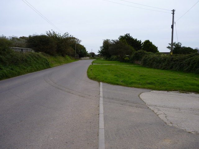 Southwards on the road to Wheal Rose outside Glyn Crest Farm