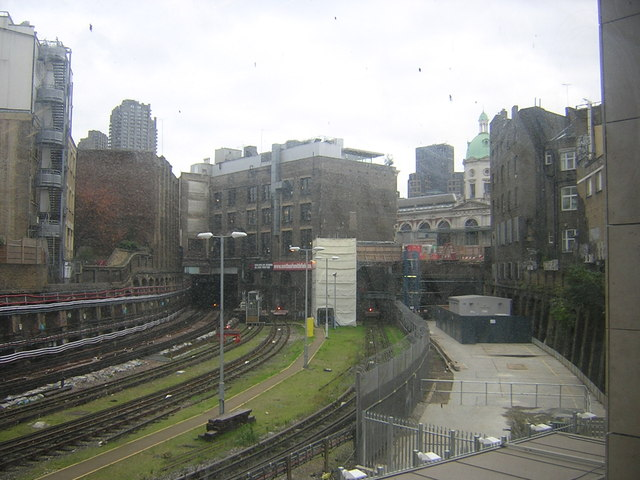 Farringdon station: view of Metropolitan Line tracks heading east