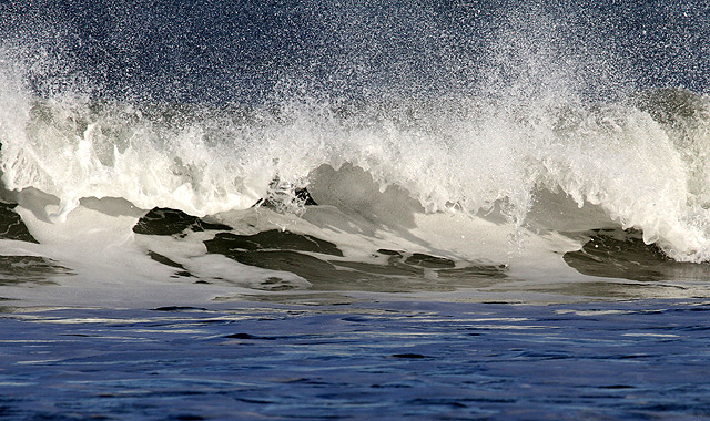 A breaking wave at Peffer Sands