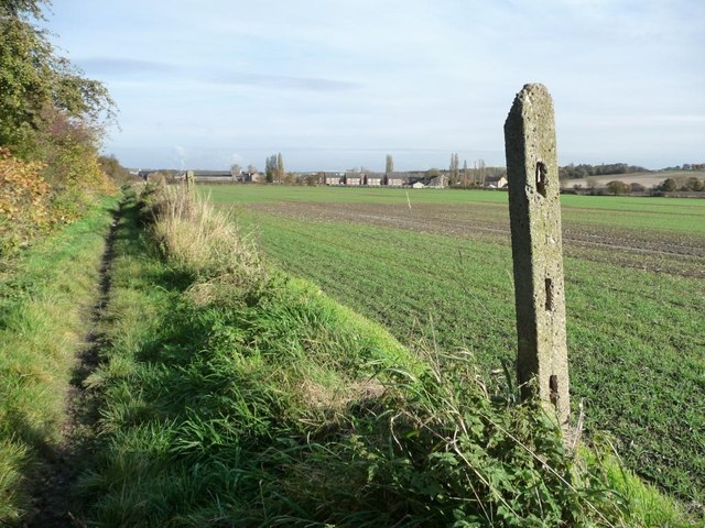Bridleway parallel to Tombridge Crescent