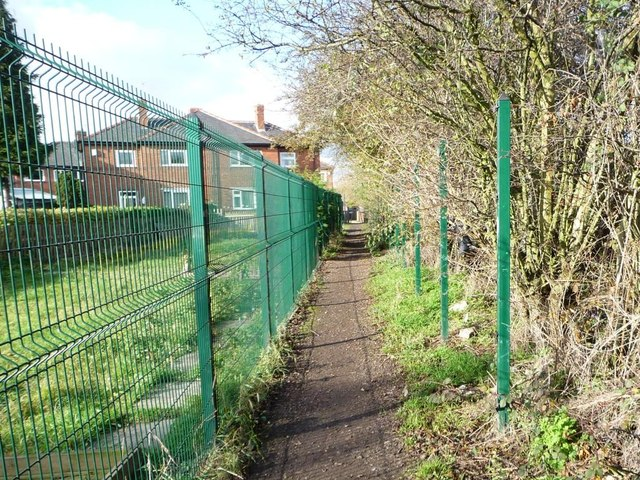 Public footpath to Tombridge Crescent