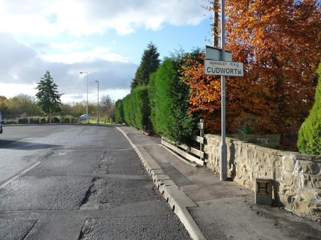 Cudworth boundary sign on Weetshaw Close
