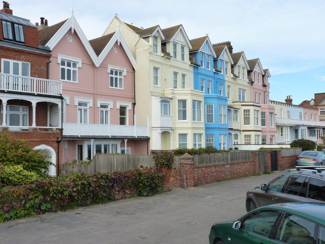Aldeburgh seafront - houses between Crag Path and King Street