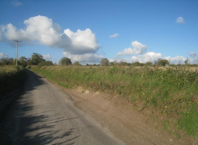 Approaching Whitedown hamlet