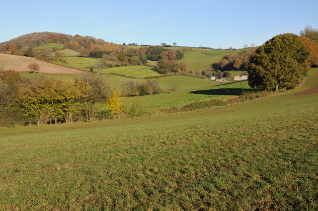 Farmland around Lower Berllwyd