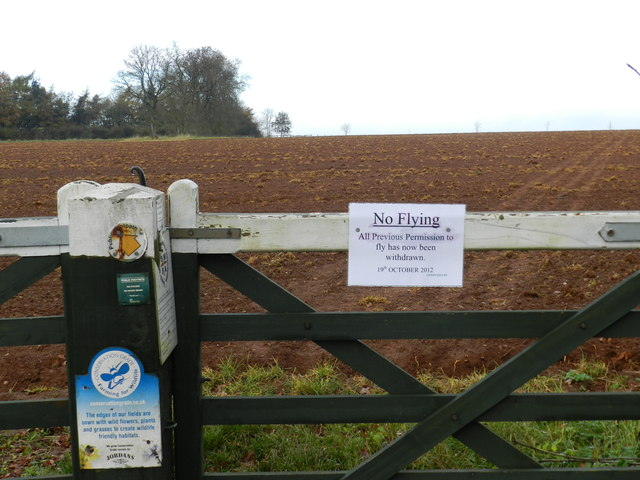 Field gate on Sugarswell Lane