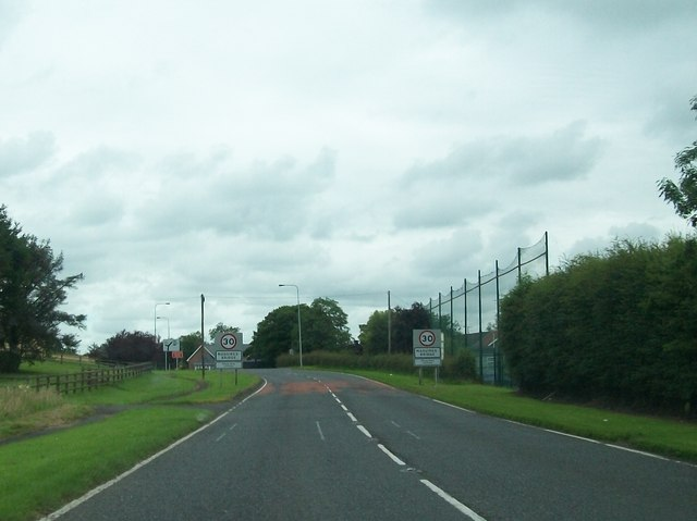 Speed restriction signs on the A34 at the southern end of Maguiresbridge