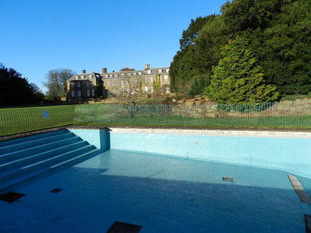 Empty swimming pool, Upton House