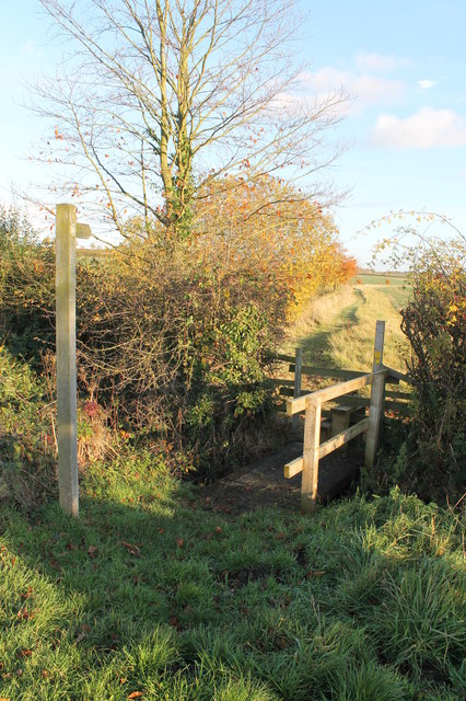 Footpath , footbridge and stile