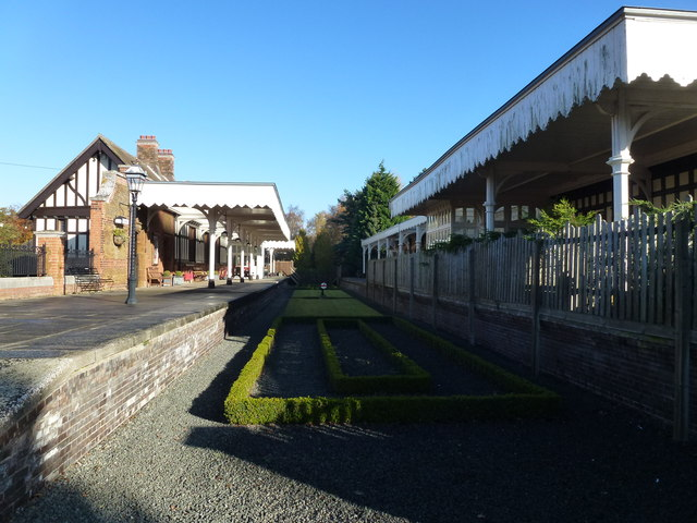 The Royal Station, Wolferton - Between the platforms