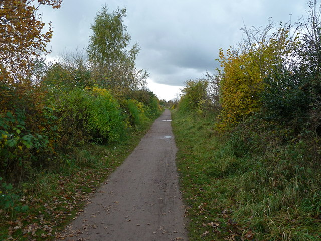 Path of disused railway near Heatley, Lymm