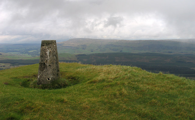Summit area of Meikle Bin