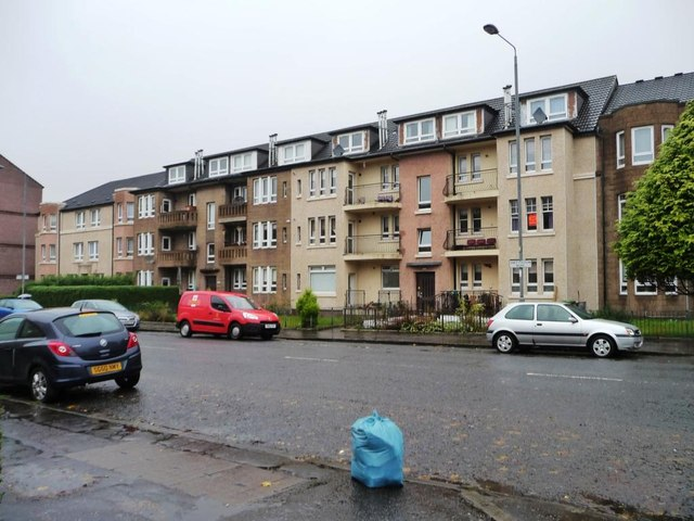Flats with balconies and gardens, Shettleston Road