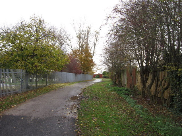 A path leading to Stonebridge Fields