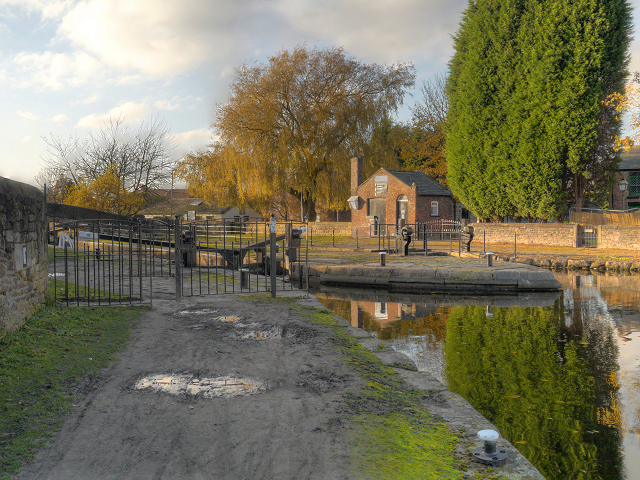 Ashton Canal, Fairfield Lock