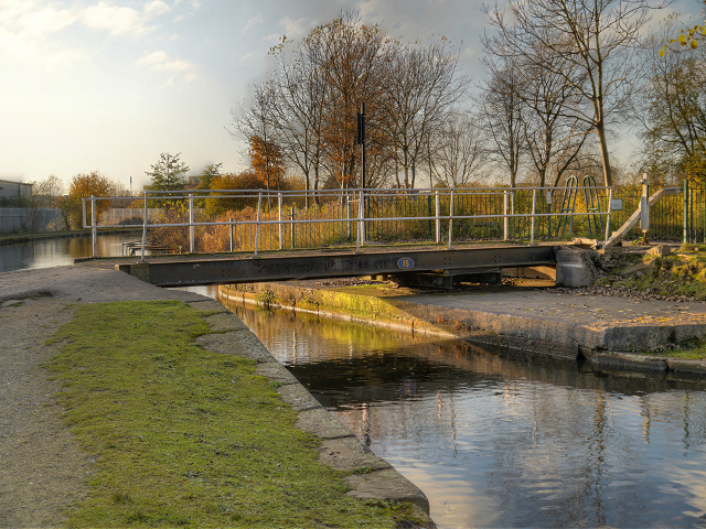 Ashton Canal, Clockhouse Swingbridge